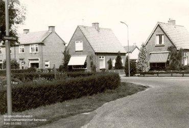 Verleden 1974 - Rechts woonhuis van Meernik, midden woonhuis van Van de Beld. - Haarkampstraat, Voorthuizen