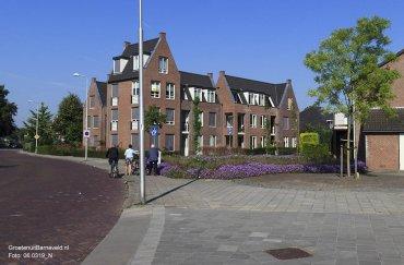 Heden 2015 - Op de hoek Schoutenstraat - Beekstraat staat appartementencomplex 't Bakkershuys. - Barneveld