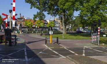 Heden 2015 - De spoorwegovergang is enkel nog voor fietsers en voetgangers toegankelijk. De weg is doorgetrokken richting het station en heeft de naam Burgemeester Kuntzelaan gekregen. Het restaurant heet nu De Hebberd. - Barneveld