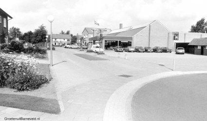 Opel Garage broekhuis aan de beekstraat, Barneveld