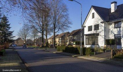 Heden 2015 - Vliegersvelderlaan met rechts de Graaf van Lyndenlaan. - Barneveld