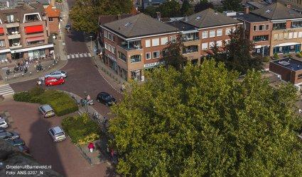 Heden, 2014 Foto in de richting van de Gasthuisstraat. Links de ABN AMRO bank. Rechts de American Jeans Shop en Ami kappers.