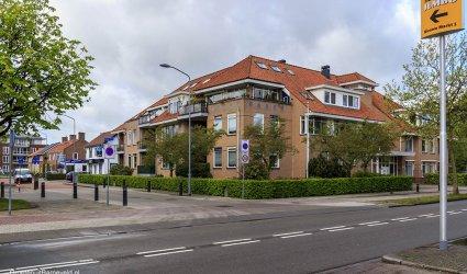Heden 2015 - Appartementencomplex Villa Vinckenborgh met links daarvan Kap Makelaardij. - Nieuwe Markt, Barneveld