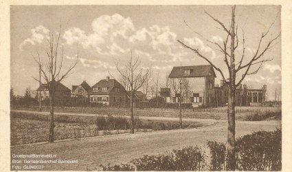 """Verleden 1920/1935 - """"De Rudolphstichting. Noordzijde van het centrum""""  rechts het schoolgebouw. - Postweg, Rudolphlaan - De Glind"""