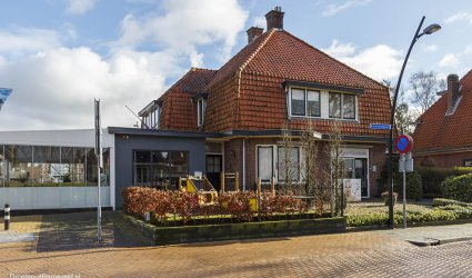 Heden 2015 - Links Restaurant Lounge3 met de ingang aan het Buckmanplein en rechts Huidinstituut Goodcare - Voorthuizen